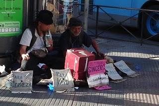 Los medigos Lazy Beggars. Los vagos vagabundos.