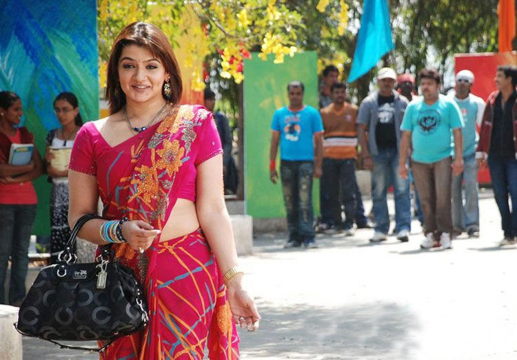 Hot Aarthi Agarwal in Saree