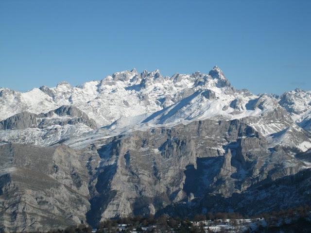 Rutas Montaña Asturias: Desde el Recuencu, vista de Picos de Europa