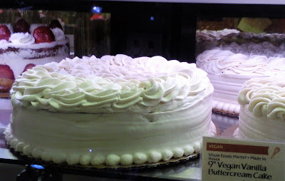 look to beauty whole foods 39 vegan vanilla buttercream cake. Black Bedroom Furniture Sets. Home Design Ideas
