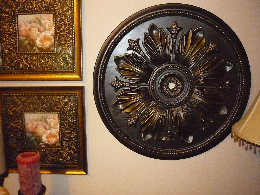 Green Willow Pond: Ceiling Medallion as Wall art
