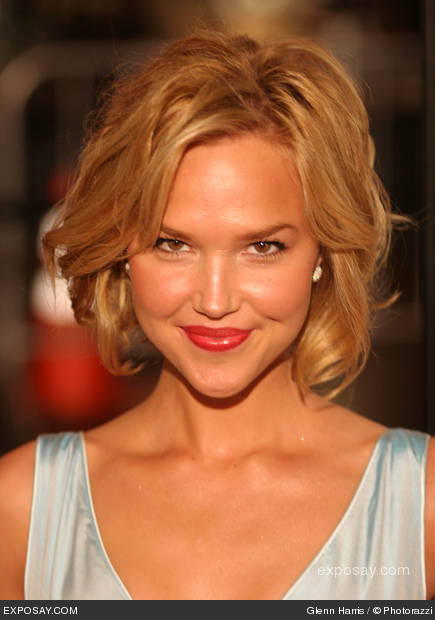 Simple Girl Wallpapers 2010 Life Unexpected Arielle Kebbel And Amy Price Francis