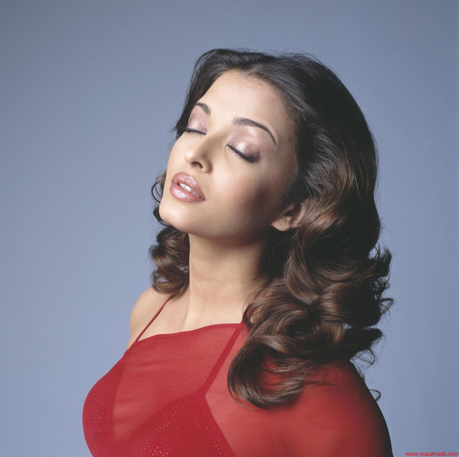 Bollywood Sexy Images Aishwarya Rai Hot In Red Saree