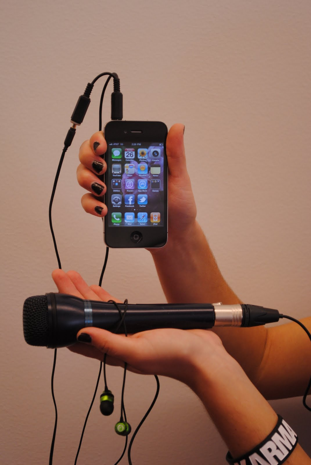 Hook up microphone to iphone