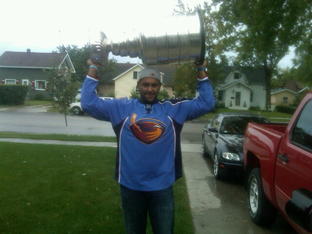 buy popular 8efc5 e83f0 Getting Pucks Deep: Dustin Byfuglien in his Thrashers Jersey ...