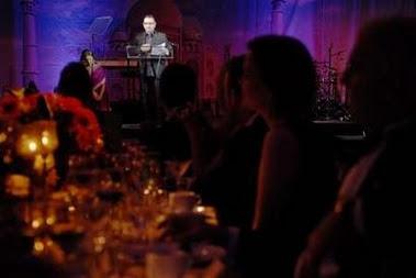Bono en la gala YouthAIDS 2