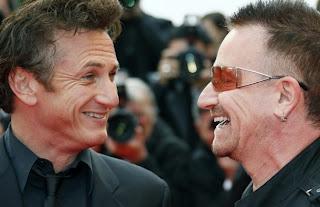Bono y el actor Sean Penn en Cannes