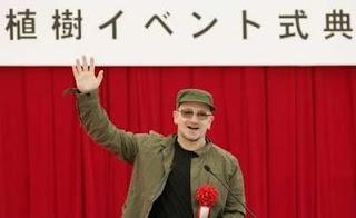 Bono en Tokio: charla ambiental a estudiantes