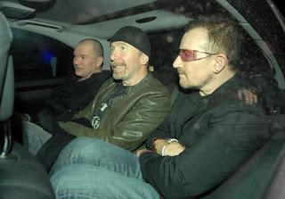 Bono, Edge y Gavin Friday en la fiesta por darfur