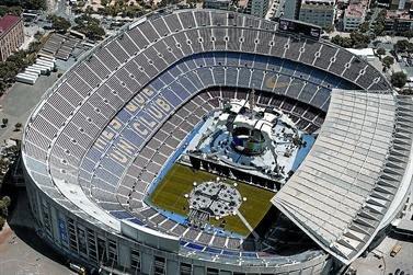 escenario que U2 esta construyendo en el Camp Nou en Barcelona para su gira U2 360 Tour