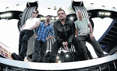 U2 en el escenario del Camp Nou