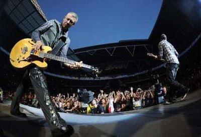 Adam y Edge en Wembley durante U2 360 Tour 1