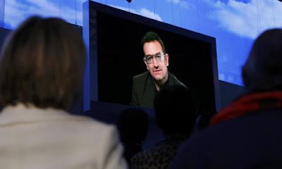 Bono en el congreso del partido conservador britanico