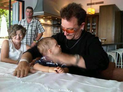 Bono con el hijo de Lance Armstrong