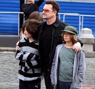 U2 y familiade turismo por Moscu 4
