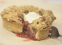 Marie's Strawberry and Apple Crumble Raglan Road Pub The Recipes Of Disney 300 g/11 ounces sugar pastry (recipe below) 1 egg yolk beaten with 2 1/2 tablespoons water 8 ounces apples, peeled, cored and cut into slices (such as Gran