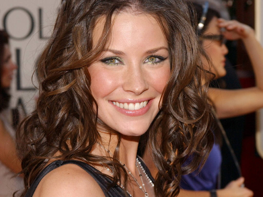 Cute Small Girl Wallpapers For Facebook Evangeline Lilly