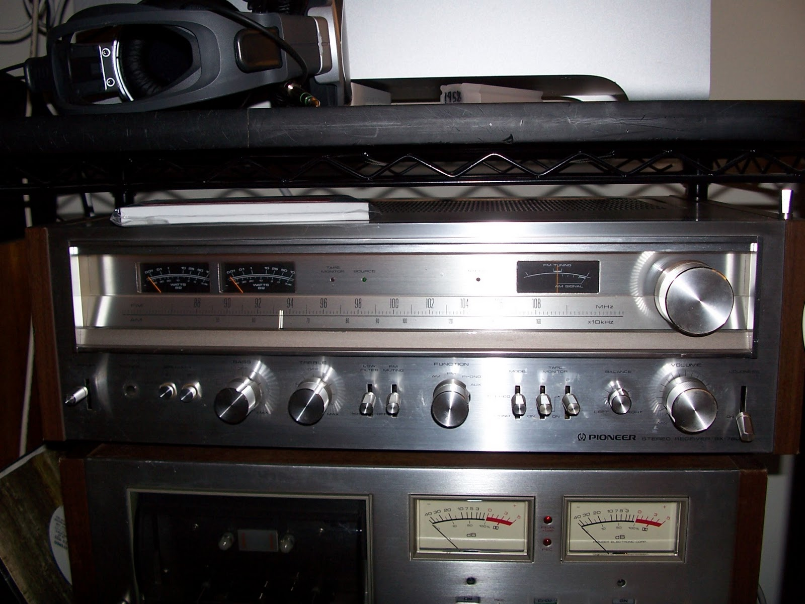 Revolver: 1  Pioneer SX-780 Receiver From 1978