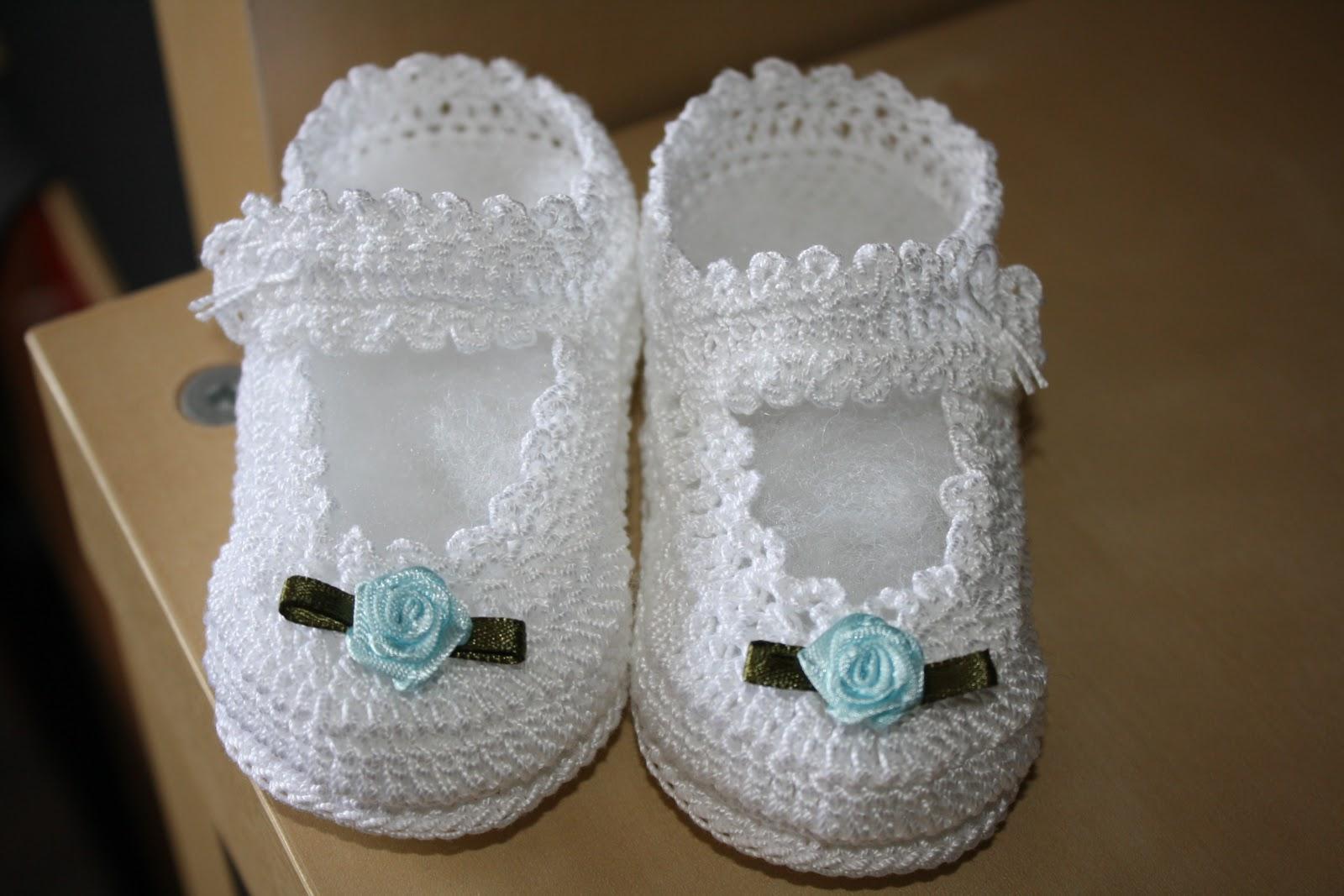 Cuando quieres hacer algo especial para tu bebé que viene en camino, no solo quieres que sea hermoso, además debe ser útil y práctico. Es exactamente lo que vas a conseguir con el patrón de zapatitos de bebe.