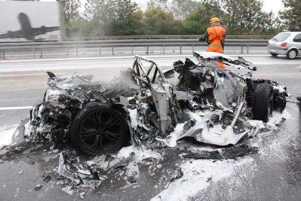 No Car Crashed Traduccion