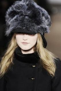 В этом сезоне дизайнер предложил коллекцию зимних шапок из меха в...