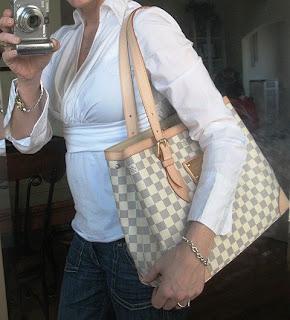 Luxury Verbena  Louis Vuitton Damier Azur Hampstead MM 9216e6dc9
