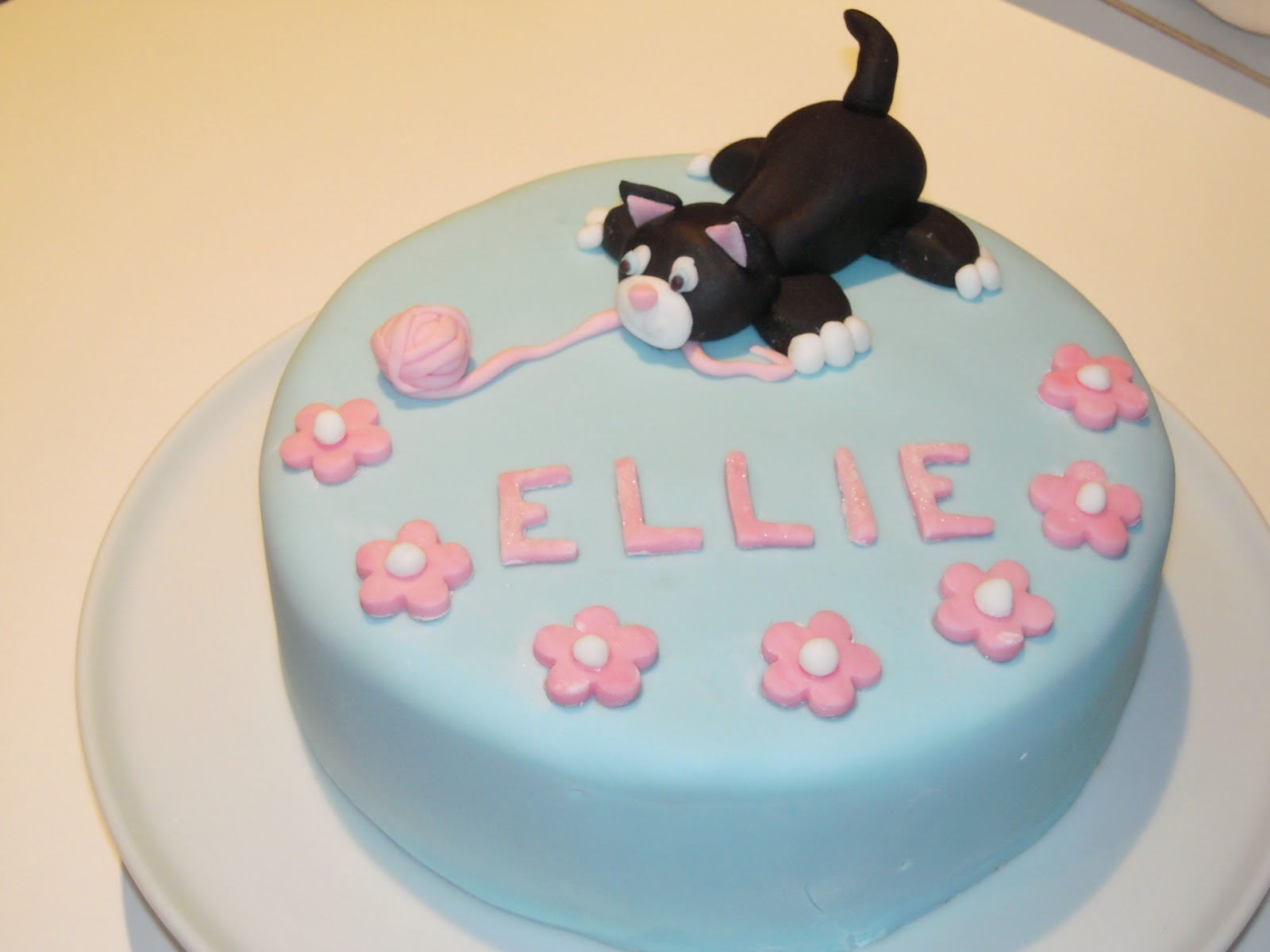 Eileen Atkinson S Celebration Cakes Kitten Birthday Cake