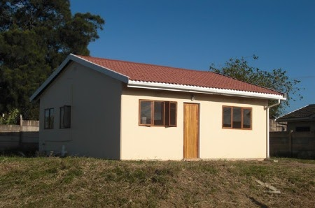 Moladi plastic shutter formwork used in construction of affordable earthquake proof homes build - Economical homes to build decor ...