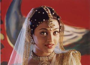 Ash wearing jhumar (Bindi) on her hair parting