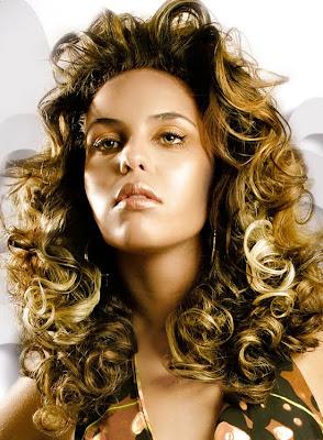 1bb0a7dcaf Um cabelo brilhante e que reflete a luz é sinônimo de cabelo bem tratado e  hidratado