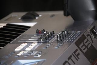 korg roland synth videos: Yamaha Motif synthesizer