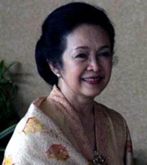 Ibu Hasri Ainun Habibi...
