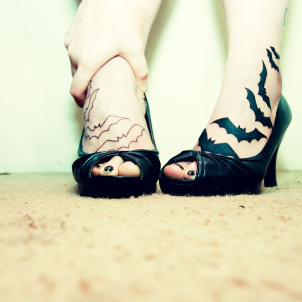 Foot kiss lesbian