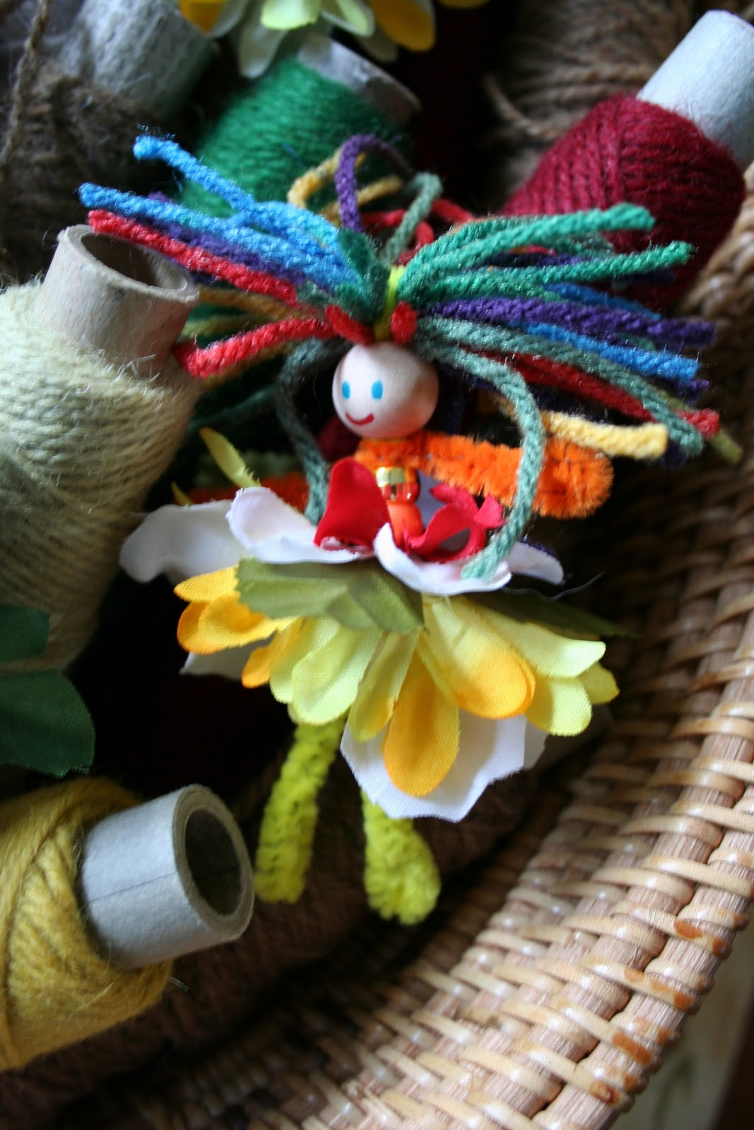 Pink And Green Mama: * EASY Kid Craft: Pipe Cleaner Flower