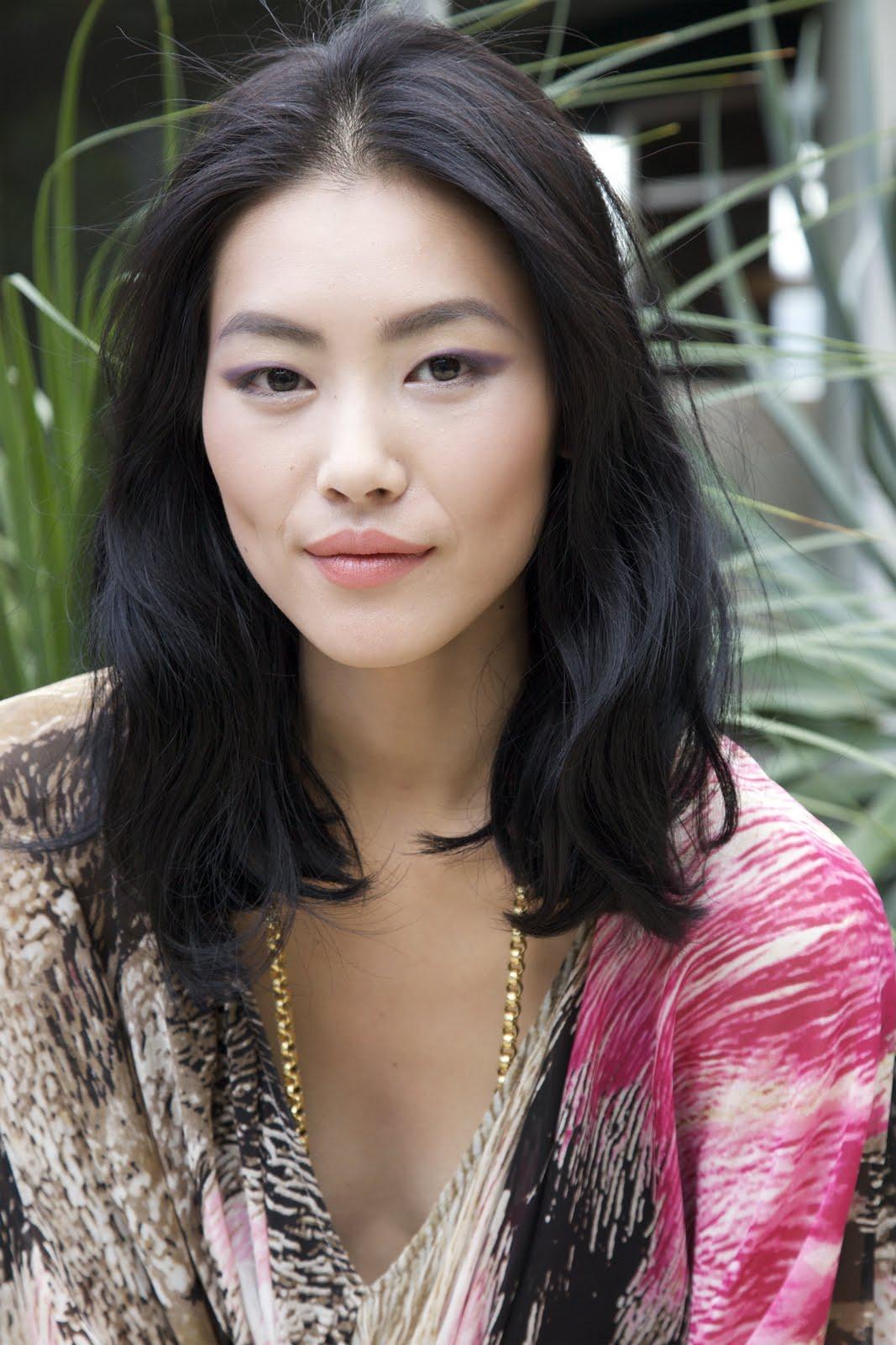 Carolyn Liu Nude Photos 33