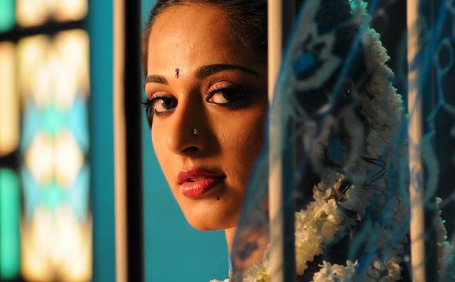 Anushka Shetty As Prositute In Vedam Telugu Movie-3035