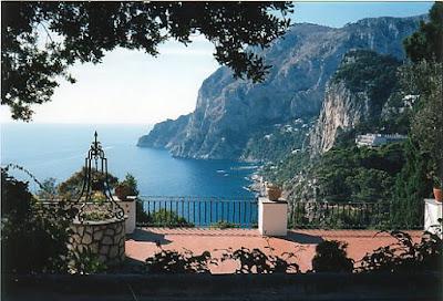 Capri: Isola delle Meraviglie nel Golfo di Napoli