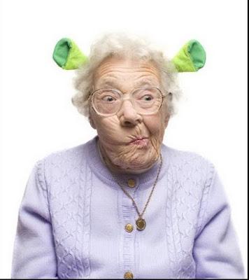 قصة التوازن و احتفظ بحلمك ... old-women-gets-crazy