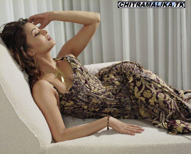 Aishwarya Boob Show 44