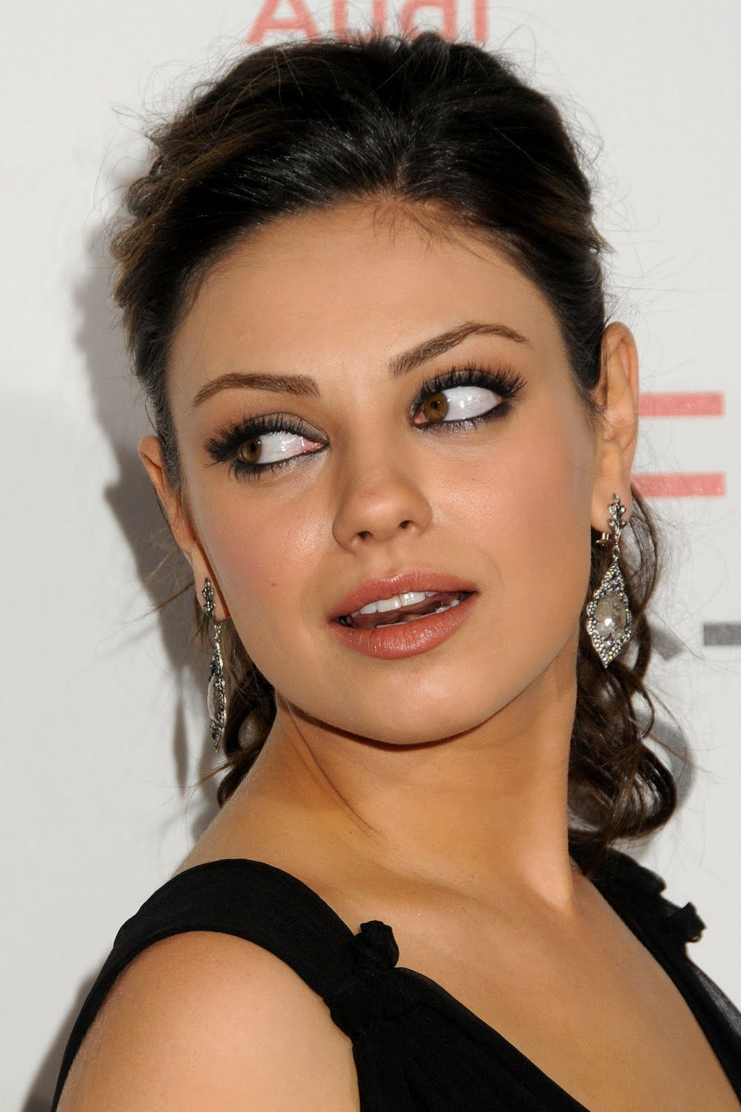 Mila Kunis Hot Wallpapers-7046