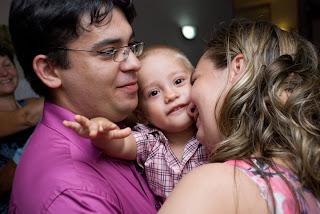 Irina Costache, medic pediatru si mama, impreuna cu familia
