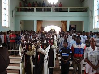 Inicio de la presentación musical en la Escuela D. Bosco
