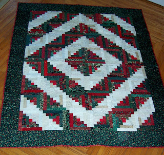 Log Cabin Christmas Quilt.Quilting On Main Street My Christmas Log Cabin Quilt
