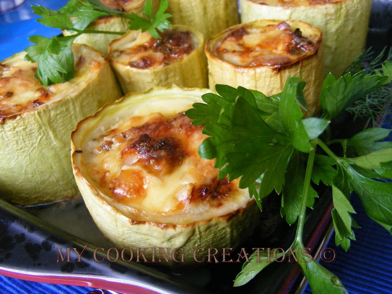 Пълнени тиквички с пилешко месо и синьо сирене * Zucchine ripiene con pollo e Gorgonzola