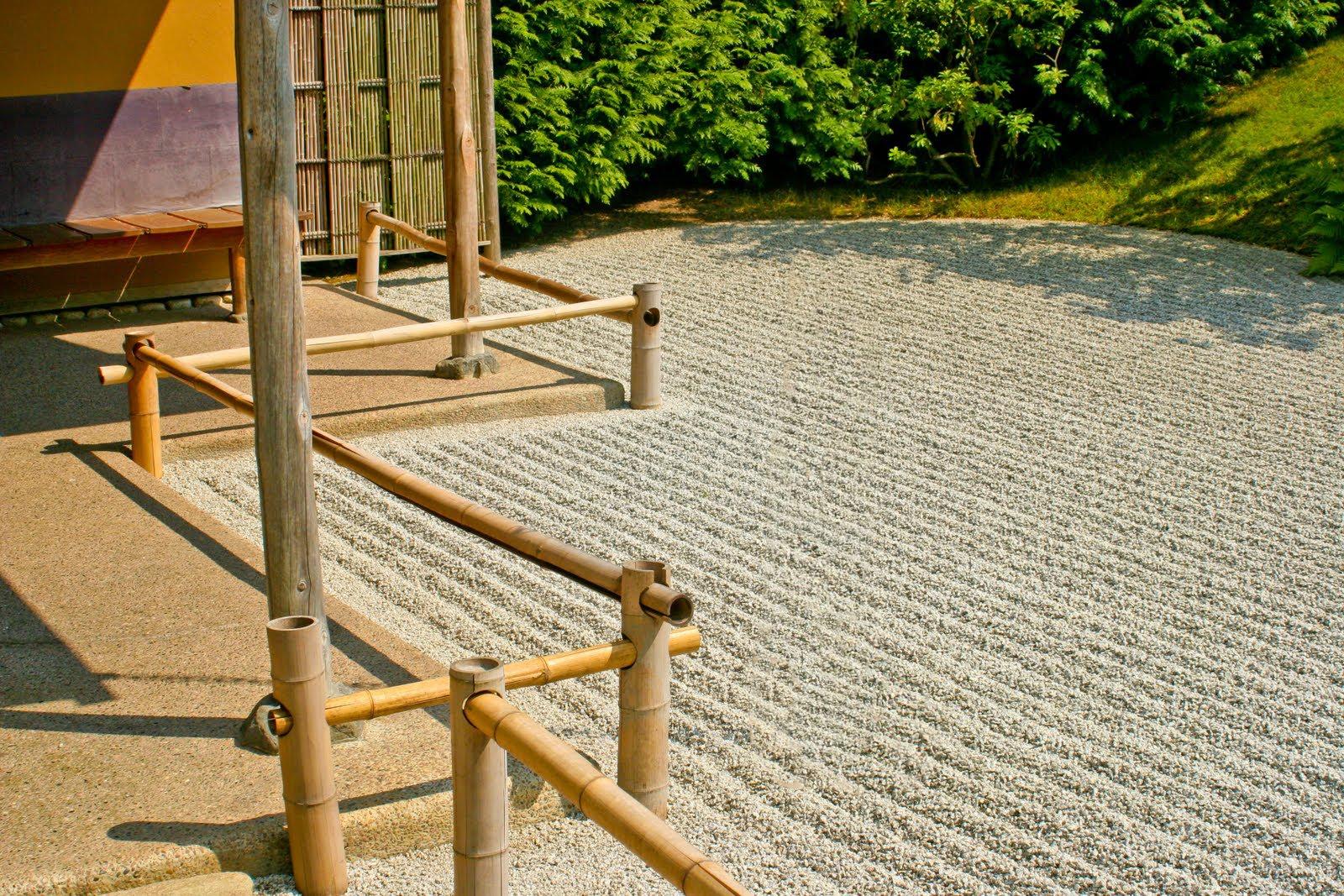 38 Glorious Japanese Garden Ideas: Japanese Garden: Zen Garden (Japanese House
