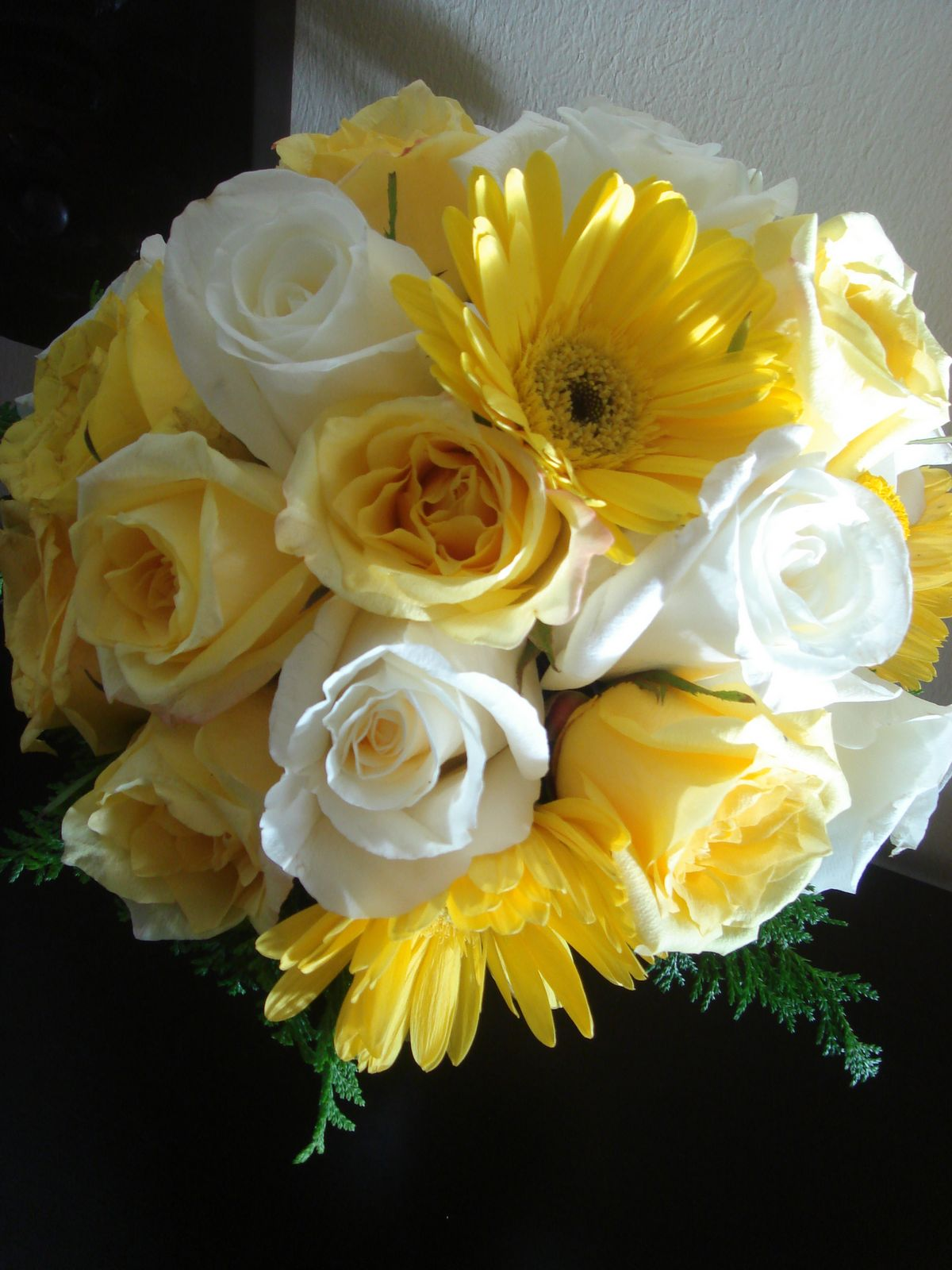Bouquet Bridal: Yellow and White Rose Bouquets