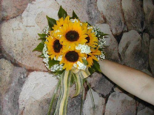 Bouquet Bridal: Sunflower Bridal Bouquet Ideas With White