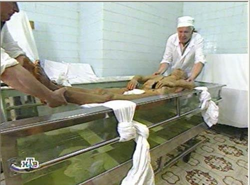 Vladimir Lenin body preservation Russia spend $200,000 ... |Lenin Body Maintenance