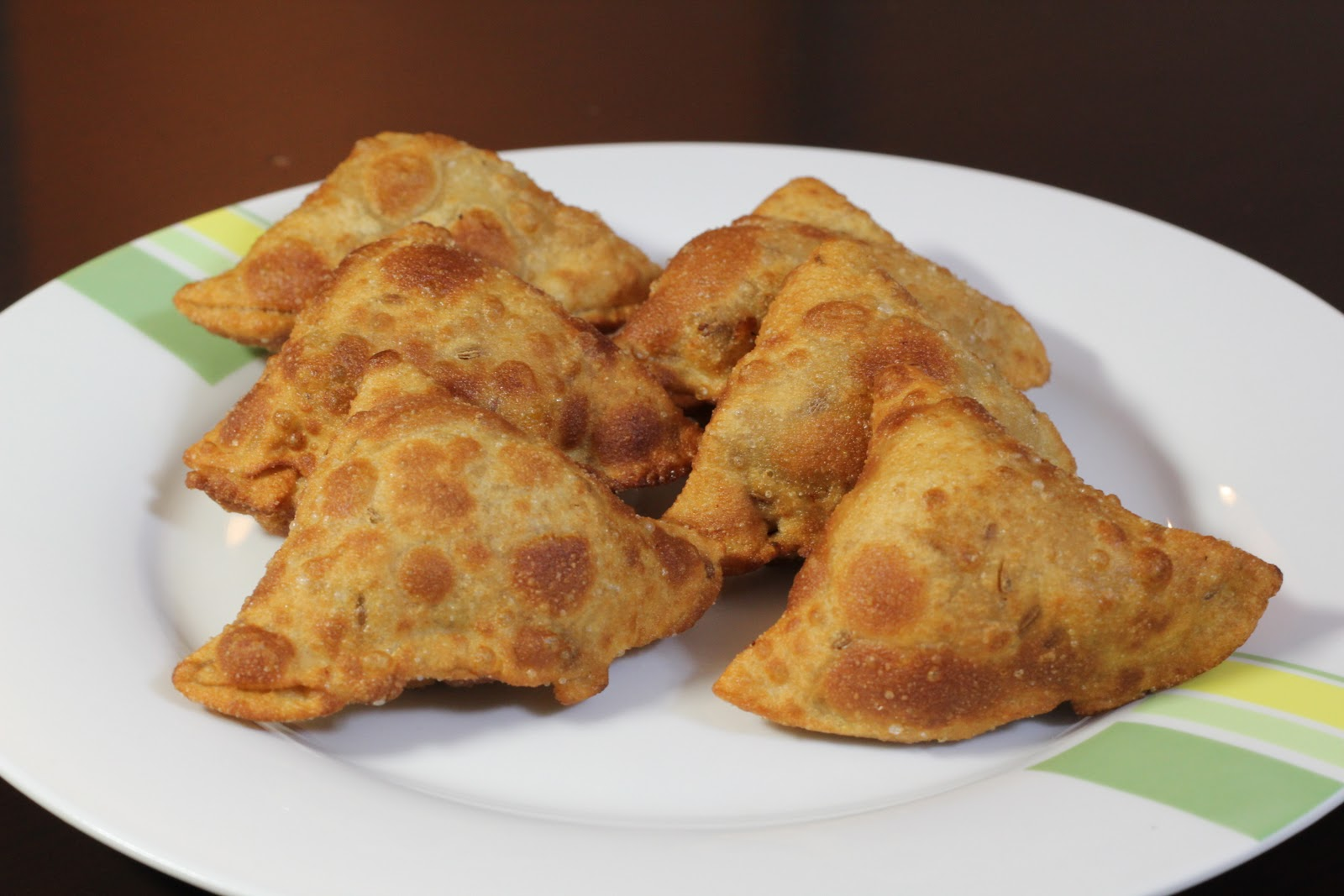 Try me from Recipe Basket.......: Chicken Samosa