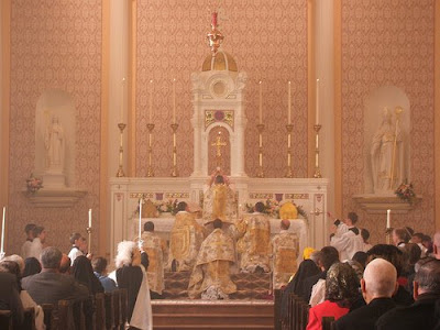 http://4.bp.blogspot.com/_UHFNuAfw6UY/STMQItSc2QI/AAAAAAAAAU8/nsvBxdRwLh8/s400/Tridentine+Mass+037+-+consecration+of+Old+St.+Patrick%27s+Oratory+in+Kansas+City,+Mo..jpg